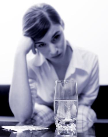 Trucos para sobrevivir a una noche loca bebiendo, fumando y sin parar de reír