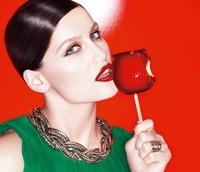 Los nuevos labiales de Color Richie de L'Oréal para el 2014 vienen de la mano de Laetitia Casta