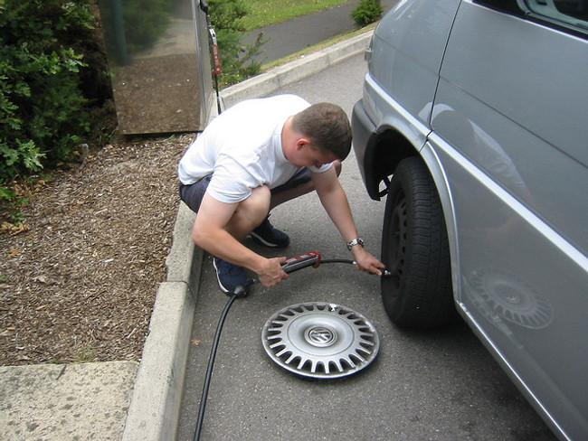 Comprobando la presión de los neumáticos