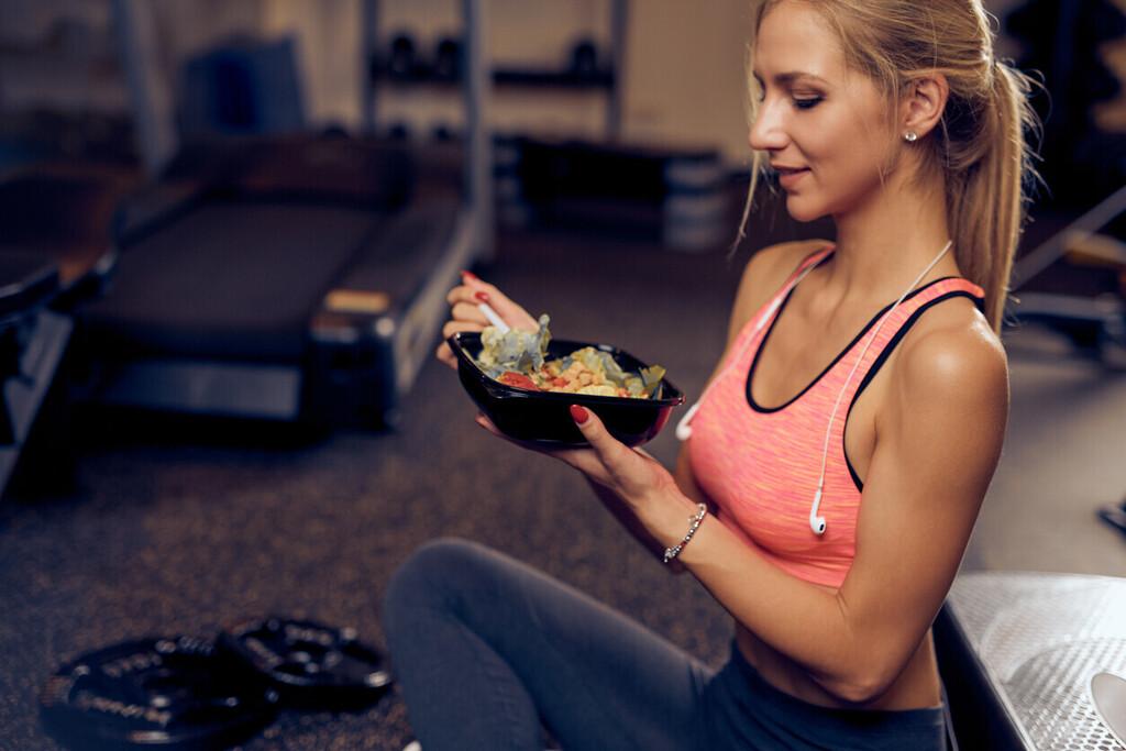 Comida y running: cuánto tiempo tienes que esperar después de comer para salir a correr y qué puedes comer antes y después
