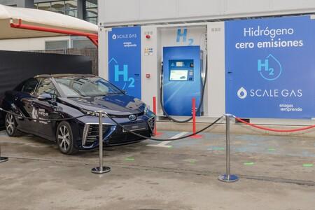 Toyota abre su primera hidrogenera para coches eléctricos de pila de combustible en España, y suministra hidrógeno verde