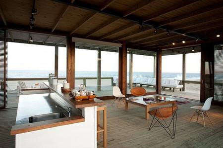Salón cocina casa en la playa
