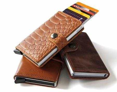 09aaf7727 El Cardprotector de aluminio nos permite llevar totalmente protegidas hasta  seis tarjetas, tanto de dobleces como de roturas, así como contra una  posible ...