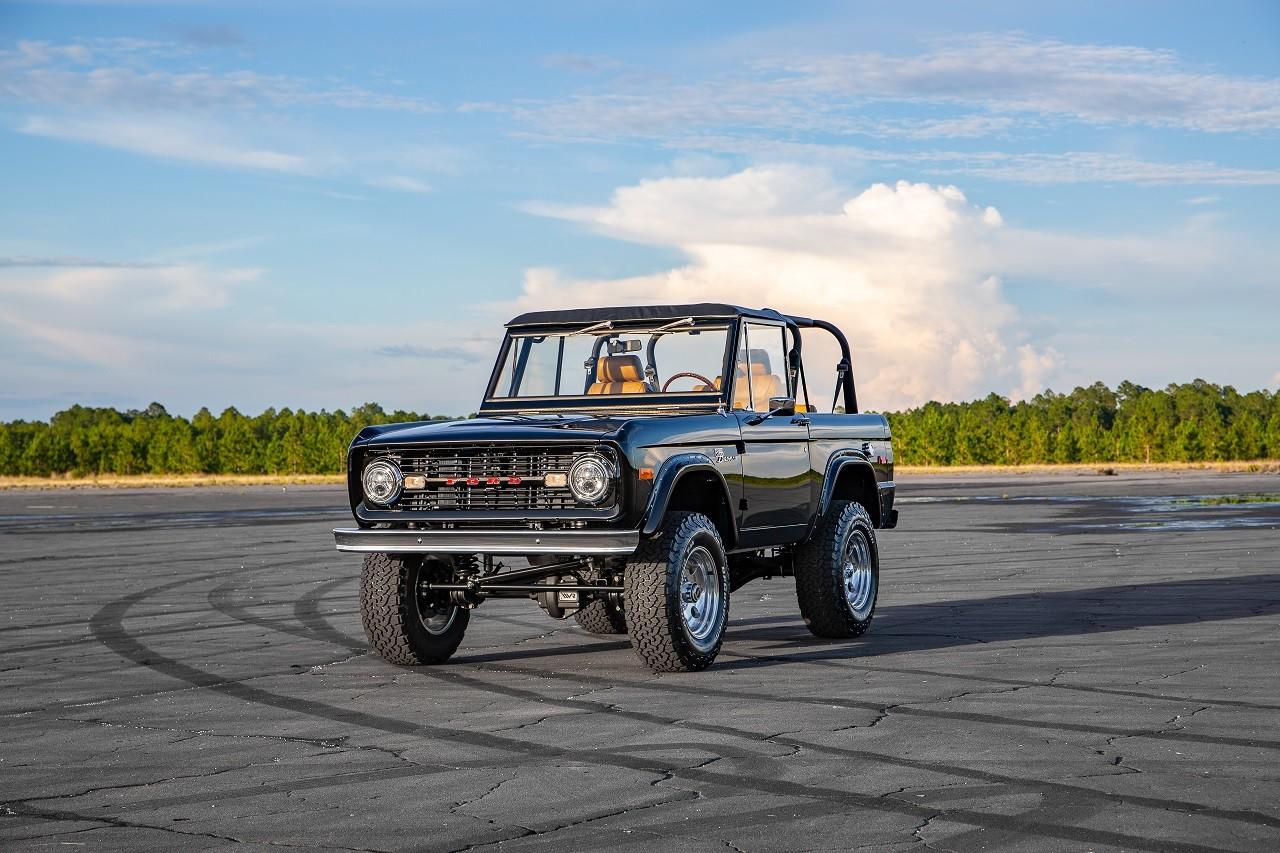 Foto de Ford Bronco modificado por Velocity Restoirations (10/29)