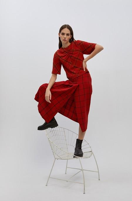 No hace falta que sea primavera para desear muy fuerte los vestidos y faldas de Sfera de nueva temporada