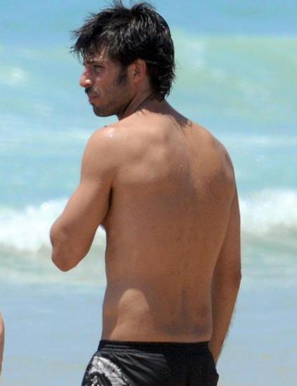 Hugo Silva playa 03
