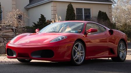 ¿Quieres sentirte como Donald Trump? Ahora puedes comprar su ex-Ferrari F430 (si estás muy forrado)