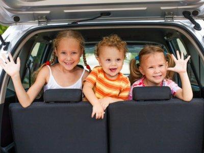 ¿Sabes qué es lo que estresa a tus hijos mientras viajan en coche? ¡Nosotros te lo decimos!