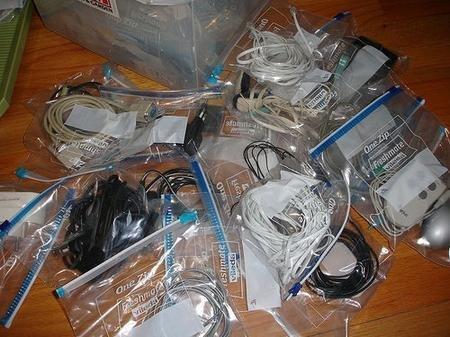 Guardar cables y piezas en bolsas