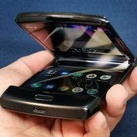 """La resistencia del nuevo razr a prueba: ahora Motorola nos muestra su """"prueba real"""" de pliegue del smartphone flexible"""