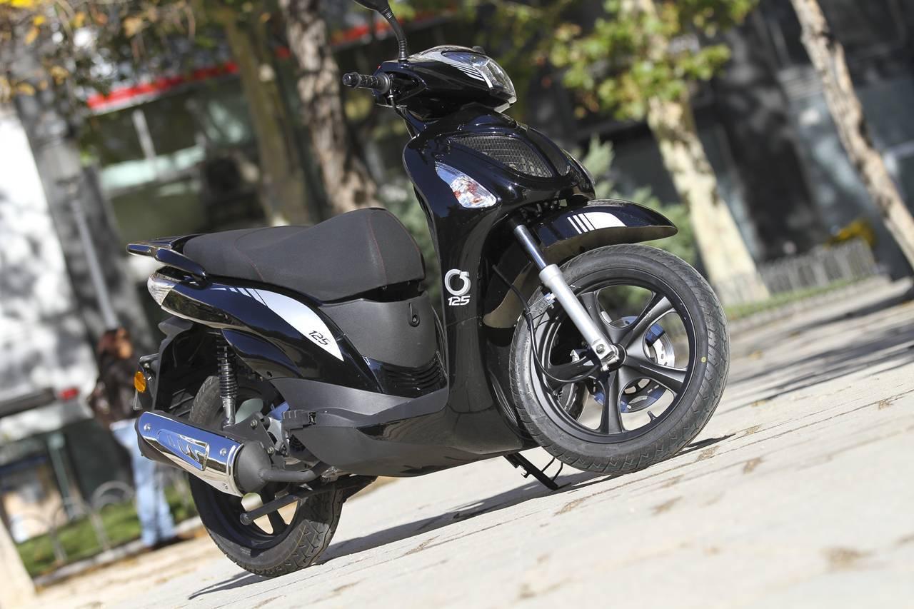 Foto de MX Motor C5 125, primer scooter de rueda alta de la marca española (39/53)