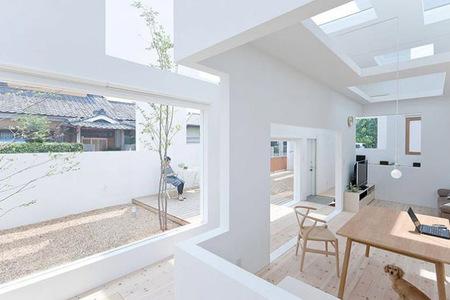 Interior de casa japonesa totalmente abierta