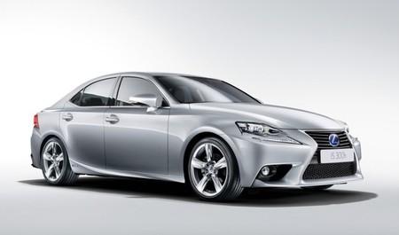 Lexus IS 300h 38