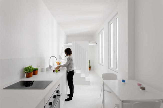 Foto de La luz como articuladora de espacios en este pequeño apartamento parisino (5/7)