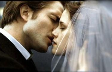 Si Robert Pattinson y Kristen Stewart no se casan en la realidad, que al menos consumen en el celuloide