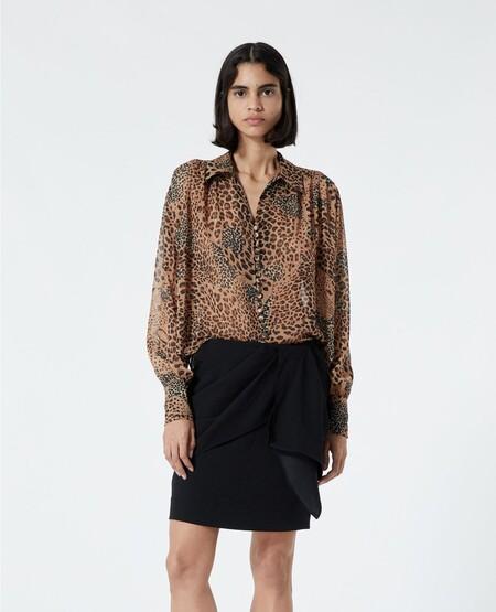 https://www.thekooples.com/es_es/camisa-marron-sencilla-motivo-animal-fccl21063kbrw01.html