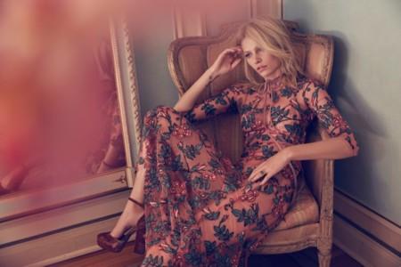 Flores, transparencias, estilo... Lo nuevo de For love & lemons llega con mucha fuerza