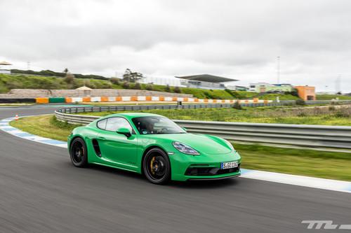 Probamos el Porsche 718 Cayman GTS 4.0: equilibrio y madurez con 400 CV y un cambio manual que enamora