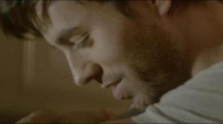 Destacamos el culo de Enrique Iglesias en su nuevo vídeo, ¡toma pelota picada!