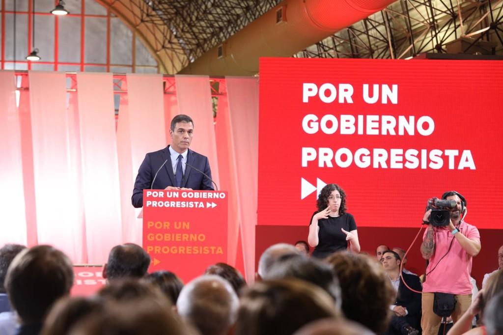El PSOE vuelve a meter la marcha atrás con el coche de combustión: Por qué son tan difíciles de