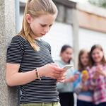 Madrid prohibirá el uso de los móviles también en el recreo de colegios e institutos, para prevenir el bullying