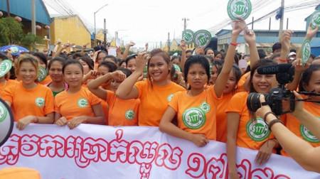 Acuerdo sin precedentes en la industria de la moda low cost para mejorar sueldos en Camboya