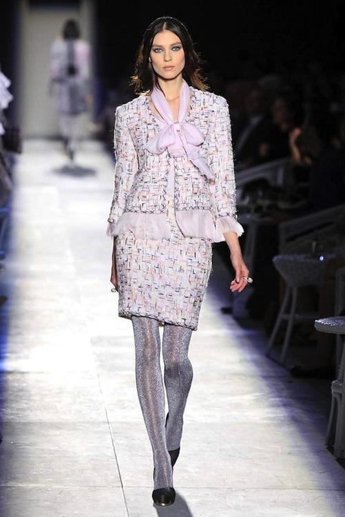 Foto de Chanel Alta Costura Otoño-Invierno 2012/2013: rosa, gris, brillos y nuevo vintage (8/61)