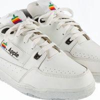 Imagen de la Semana: Estas zapatillas las hizo Apple en los 80, ahora se subastan por más de 15.000 dólares