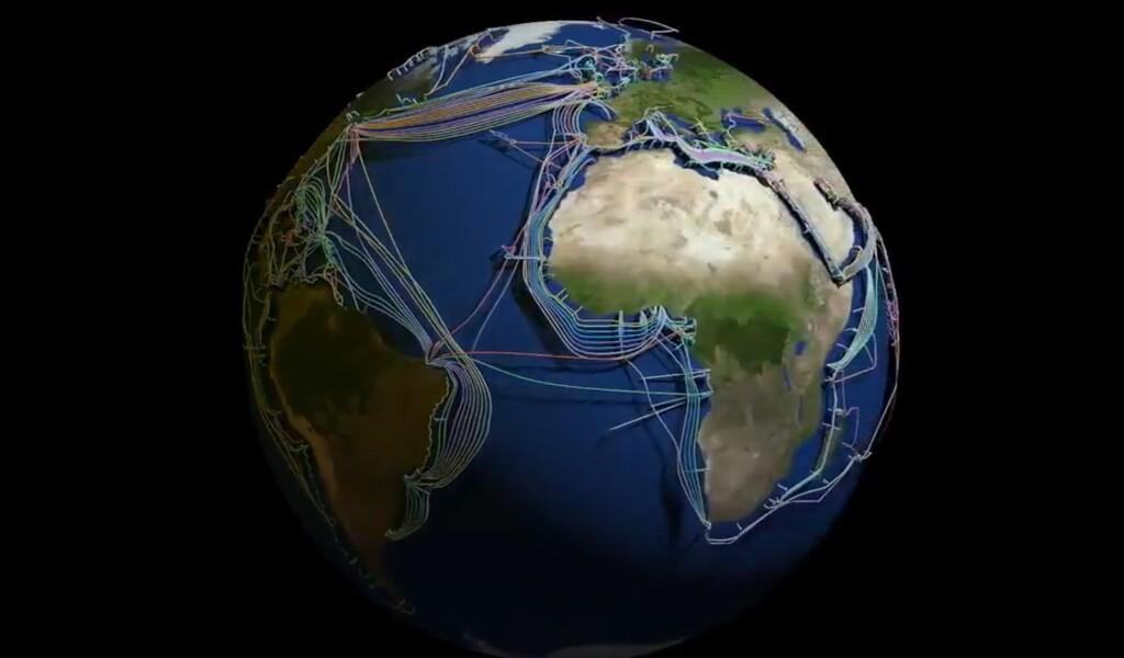 Este sorprendente mapa 3D muestra los 426 cables submarinos que contectan países y continentes a internet