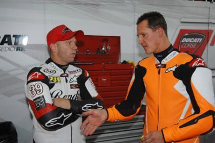 Mamola se cae en Montmeló con la Ducati de Schumacher