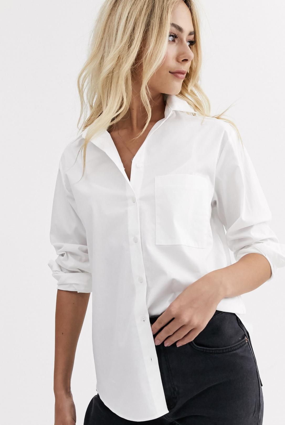 Camisa blanca con bolsillo y diseño abotonado de New Look