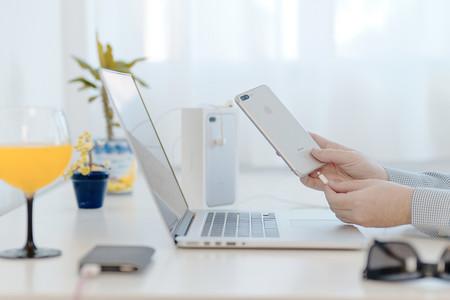 Apple rebaja el precio del cable de USB-C a conector Lightning: ya cuesta lo mismo que el cargador normal