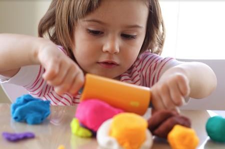 Por qué jugar con plastilina es importante para el desarrollo de los niños