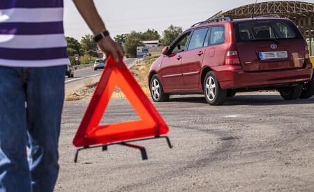 Todo lo que debes saber de la nueva la señal V-27 o triángulo virtual, una de las bondades del coche conectado