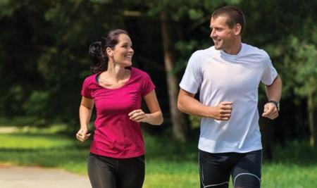 ¿Que es mejor para quemar calorías, caminar o correr?