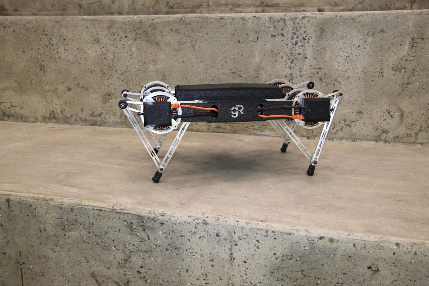 Minitaur es un robot de cuatro patas que salta, escala y avanza por cualquier superficie: hielo, piedras o nieve