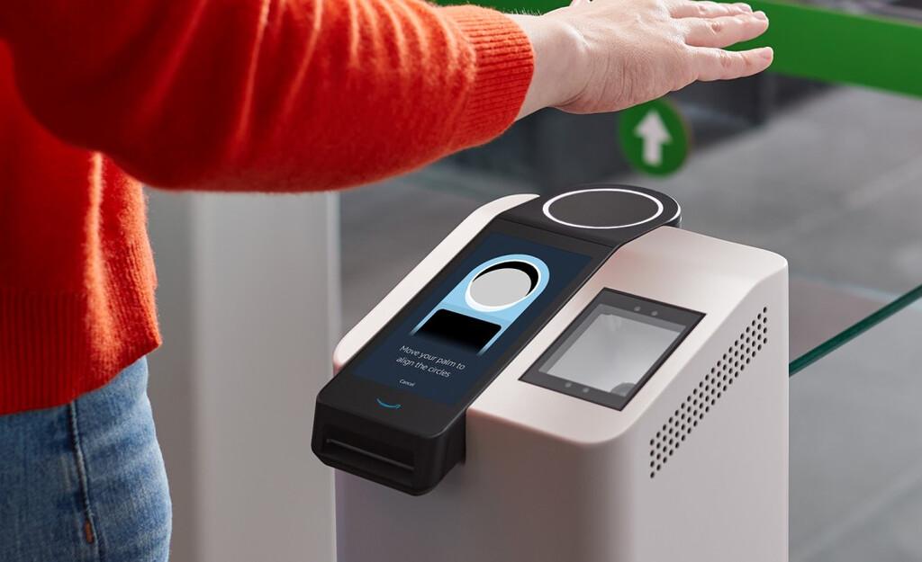 Amazon One es un nuevo sistema con el que pagar en tiendas sin metálico o tarjeta: solo hará falta la palma de la mano