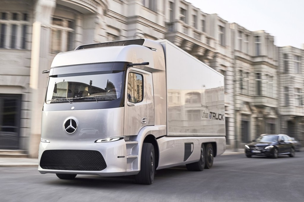 Mercedes Benz Urban Etruck 5