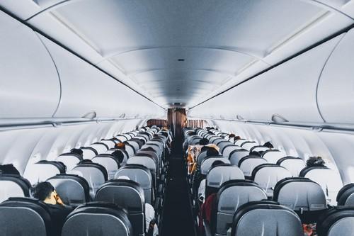 Los 11 accesorios imprescindibles para un viaje en avión