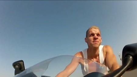 Los efectos de conducir una moto sin casco