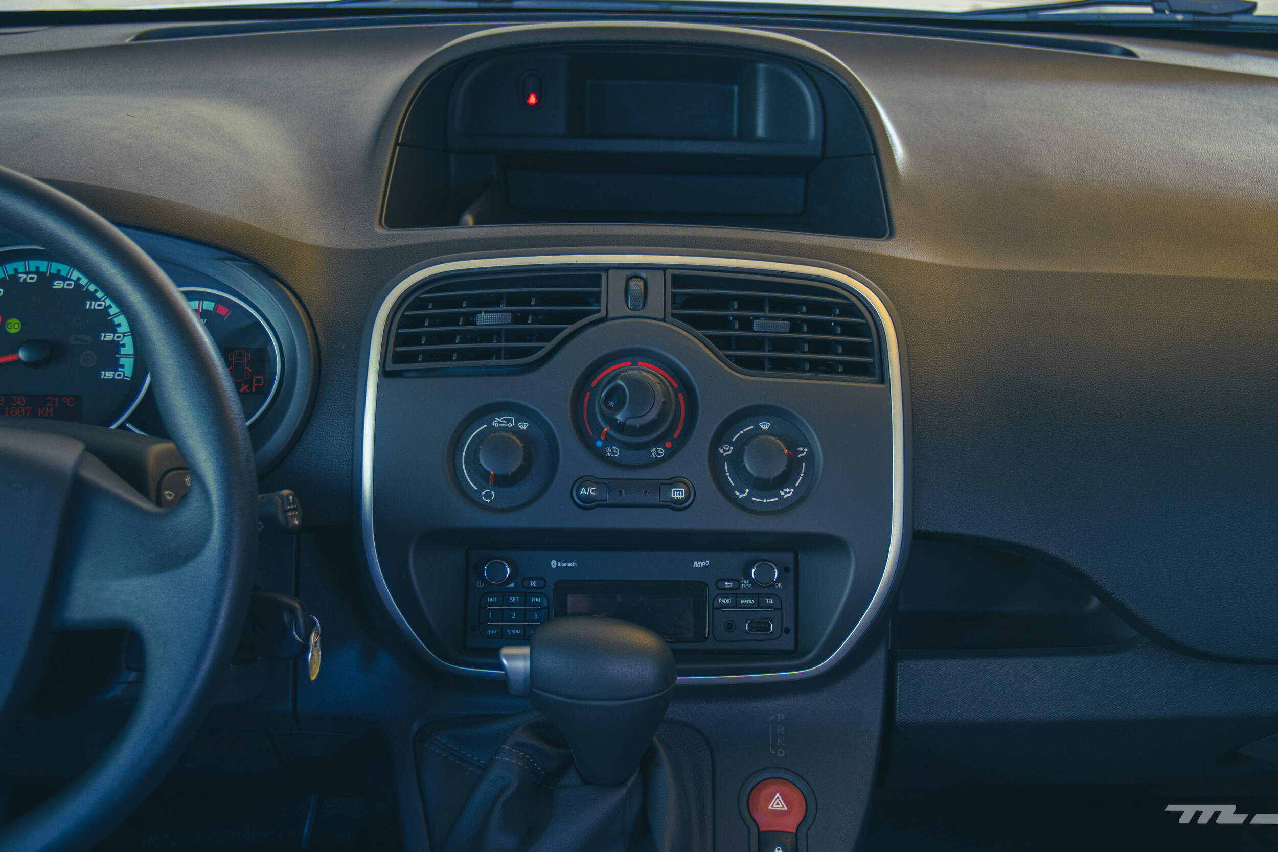 Foto de Renault Kango Z.E. Maxi 5 pasajeros (23/29)