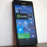 """""""Microsoft creará más smartphones, pero no lucirán como los actuales"""" dice Satya Nadella"""