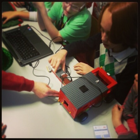 Los alumnos de 4º Primaria participan en la Junior First Lego League 2013
