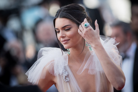 Kendall Jenner pasa del #FreeTheNipple al topless, siendo la última Kardashian es desnudarse