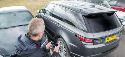 El Range Rover que se puede manejar desde tu smartphone confirma seguimos siendo niños, pero con juguetes grandes