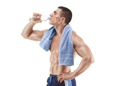 Estudio: beber más agua ayuda a comer mejor