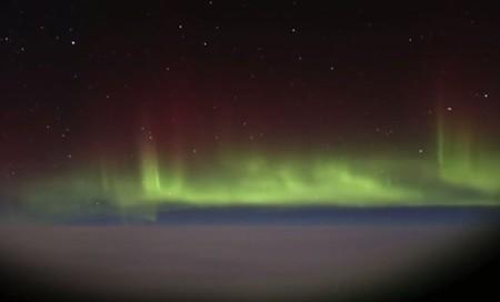 Vídeo: Contemplando una aurora boreal por la ventanilla de tu vuelo Londres-Nueva York