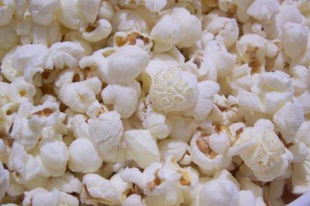 ¿Cuál es la mejor forma de comer palomitas de maíz?