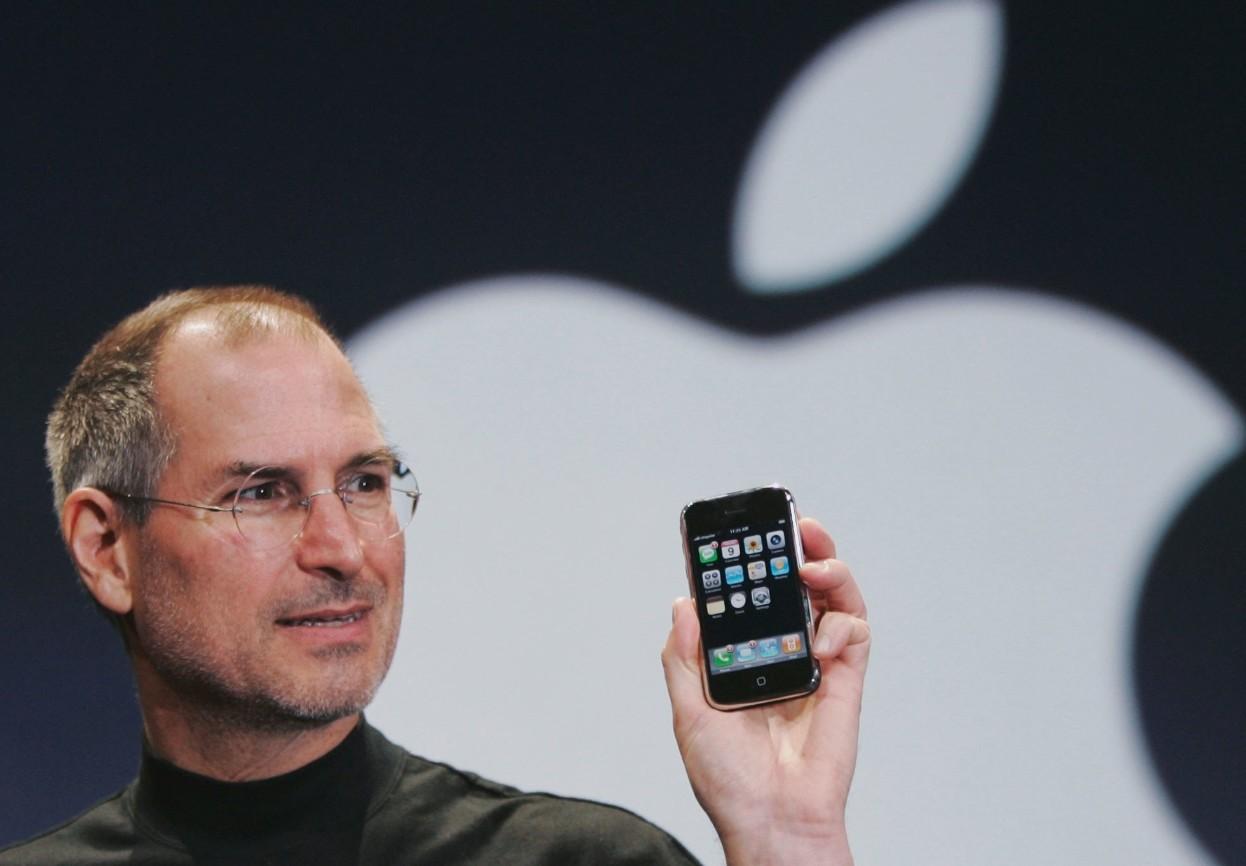 La demo en la que Steve Jobs presentó el iPhone en 2007 fue un milagro (con mucho truco)