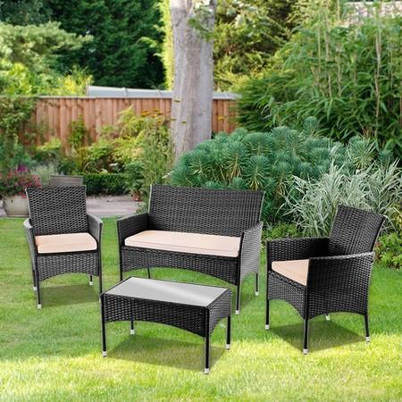 Un jardín amueblado con el set de 4 piezas modelo messina de McHauss por 139 euros en eBay. Envío gratis